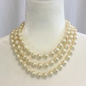 💋🔥Les Bernard Vintage Faux Pearl Necklace